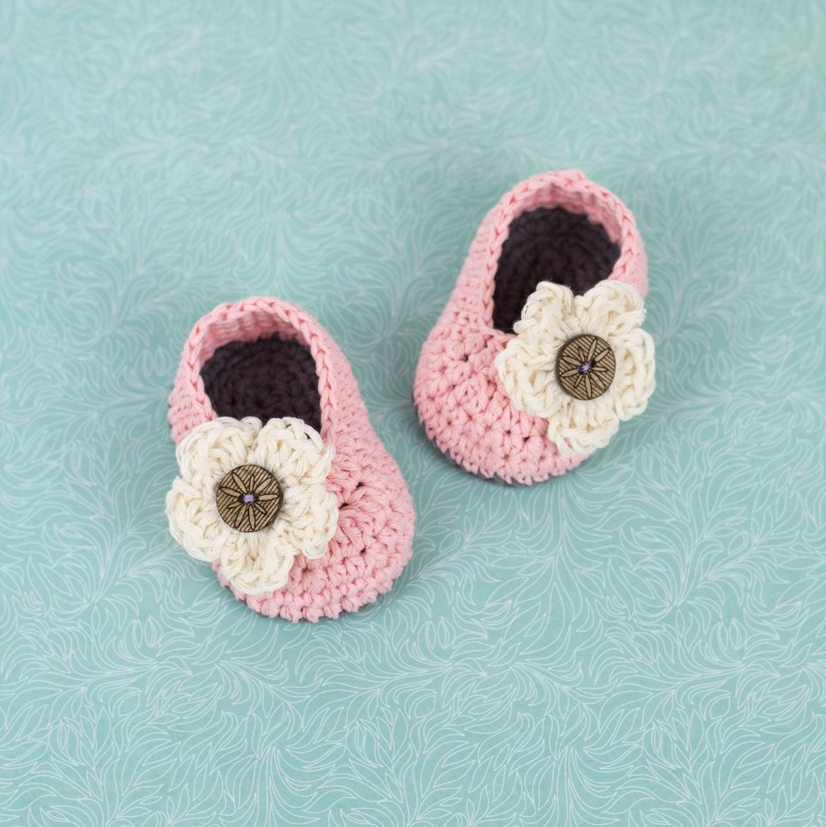 Free patterns croby patterns free pattern crochet baby booties with flower bankloansurffo Choice Image
