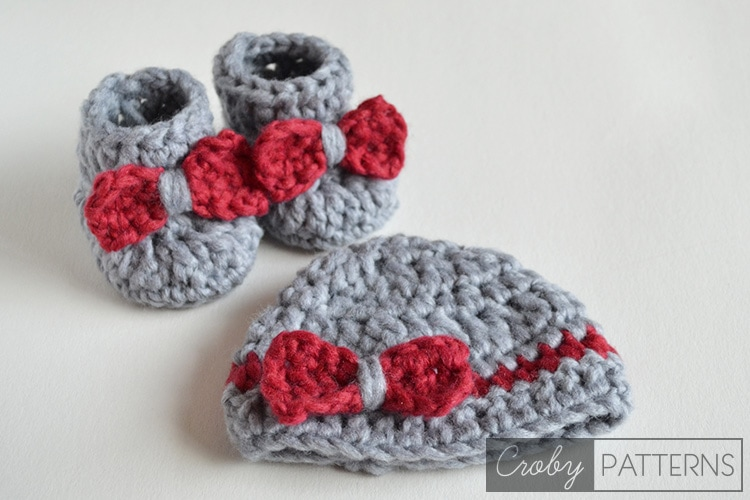 SO FLUFFY - Crochet Baby Booties and Beanie FREE  3b0cab5983c