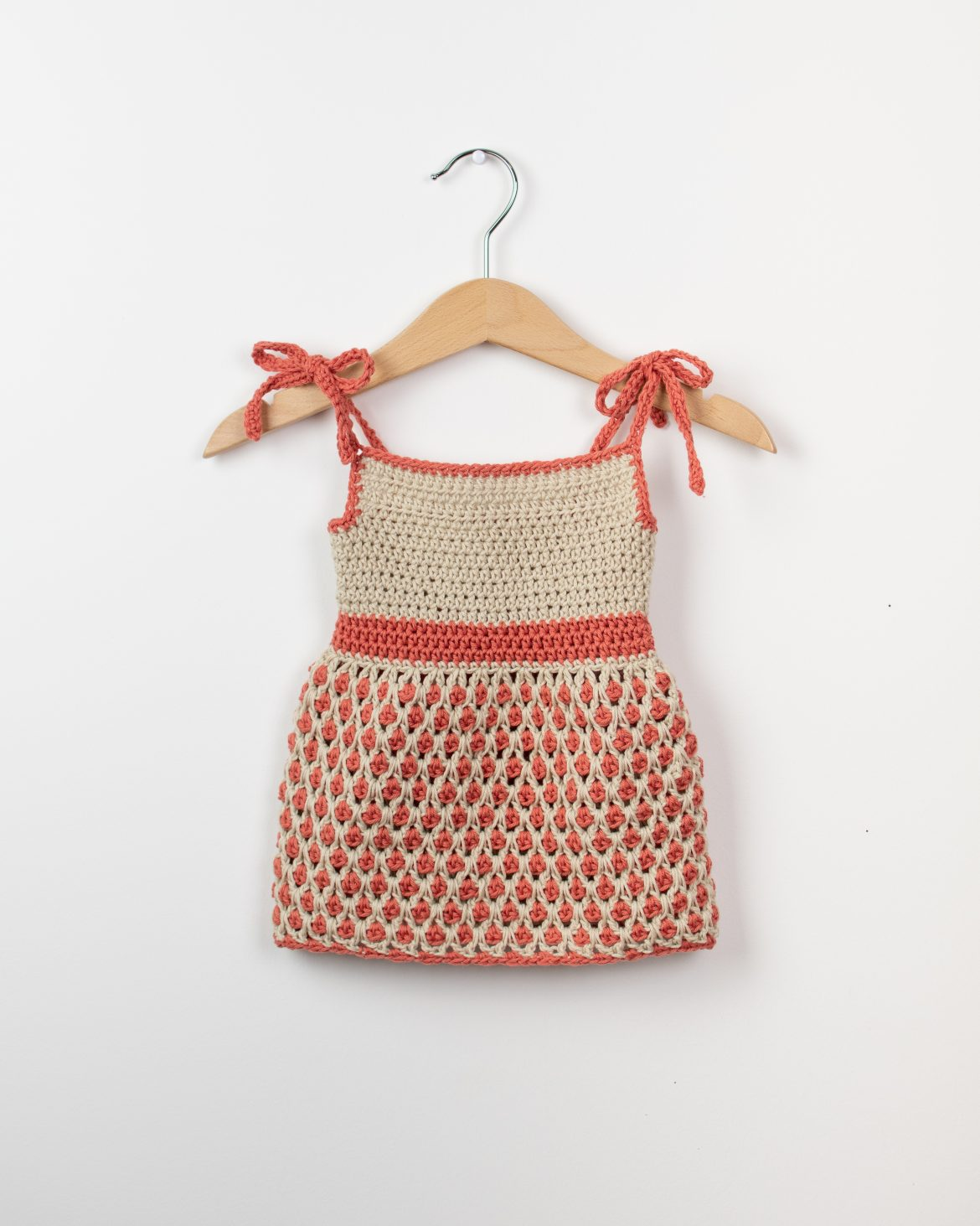 This is a simple and easy to understand crochet pattern that will show you how to crochet a baby dress.